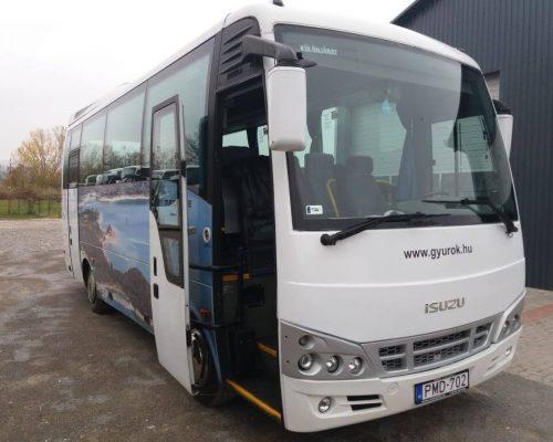 30-fos-Isuzu-busz2