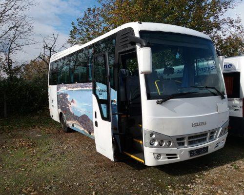 30-fos-Isuzu-busz8